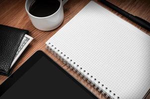 Tablet-PC und Notizblock foto