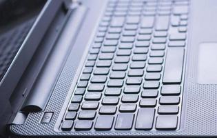 Schließen Sie den Netzschalter-Laptop foto