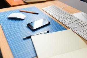 Webdesigner oder Entwickler am Arbeitsplatz. foto