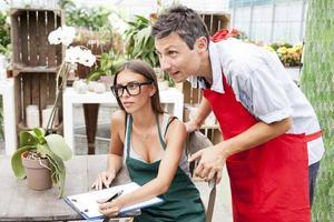 Händler für junge Paare aktualisieren die Liste der Blumen