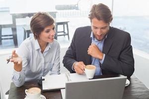 Geschäftskollegen haben ein Meeting