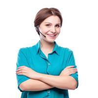 Porträt des glücklich lächelnden fröhlichen jungen Unterstützungs-Telefonisten foto