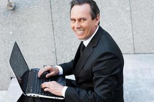 selbstbewusster Geschäftsmann foto