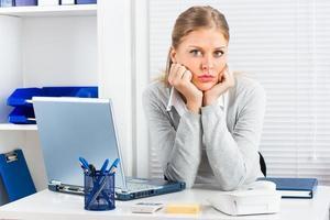 gelangweilte Geschäftsfrau foto
