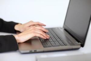 Geschäftsfrau mit Laptop foto