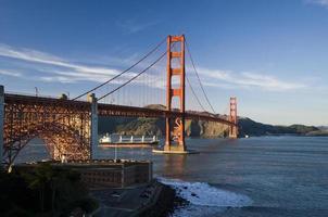 Tanker unter der Golden Gate Bridge
