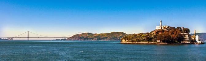 der Alcatraz und das goldene Tor foto