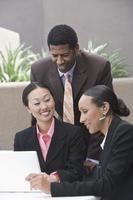 Geschäftsleute in Geschäftstreffen foto
