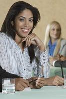 Geschäftsleute beim Treffen foto