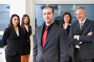 Gruppe lächelnder Geschäftsleute foto
