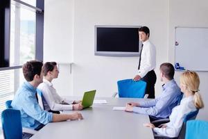 Geschäftsleute Gruppe in einer Besprechung im Büro
