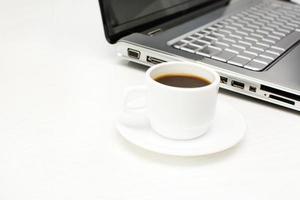Laptop und Kaffee foto