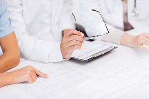 Team oder Gruppe von Ärzten beim Treffen