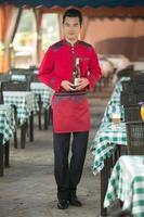 tragen Kleidung Beruf chinesische Kellner foto