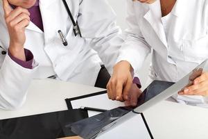 Überprüfung der Röntgenergebnisse foto