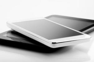 digitales Tablet und Telefon foto