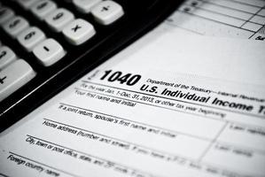 leere Einkommensteuerformulare foto