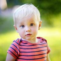 Kleinkind Junge foto