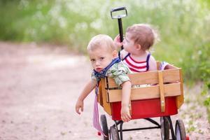 Kleinkinder im Spiel foto