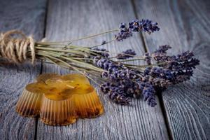 natürliche DIY-Seife mit Lavendel foto