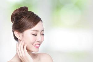 schönes Gesicht der Hautpflegefrau foto