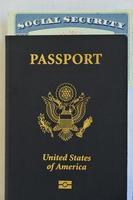 uns Reisepass und Sozialversicherungskarte foto