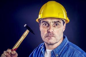 bauarbeiter mit hammer foto