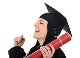 Studentin in einem akademischen Gewand, Abschluss und Diplom foto