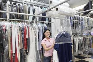Wäscherei Mitarbeiter arbeiten foto