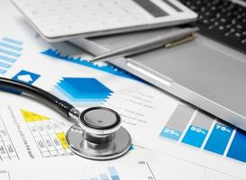 Stethoskop und Datenüberprüfung foto