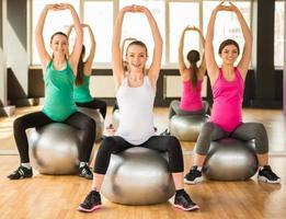schwangere Frau. Fitness. foto