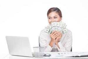 Geschäftsfrau halten uns Banknoten in der Hand foto