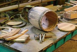 Herstellung und Produktion von Fässern foto