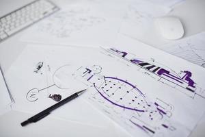Skizzen am Arbeitsplatz foto