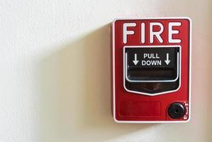 Feueralarm auf weißem Hintergrund foto
