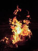loderndes Feuer foto