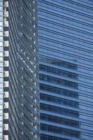 Nahaufnahme eines modernen Wolkenkratzergebäudes. foto