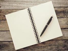 Stift und Notizbuch alten Retro-Vintage-Stil