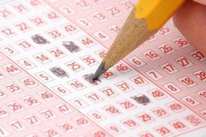 Lottoschein und Bleistift