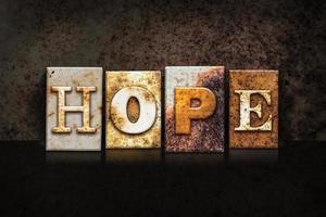 Hoffnung Buchdruckkonzept auf dunklem Hintergrund foto