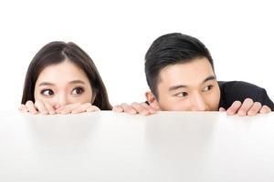 Geschäftsmann und Frau verstecken sich foto