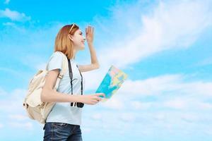 glückliche Reisefrau