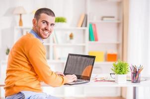 männliche Büroarbeit foto