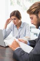 Geschäftskollegen haben ein Meeting foto