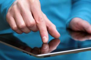 Tablet-Computer halten