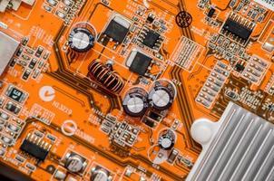 gedruckte orange Computer Motherboard foto