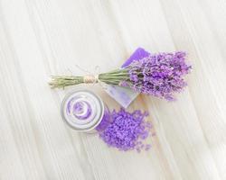 Lavendel Badesalz und Seife.