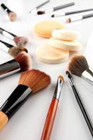 Kosmetik und Pinsel foto