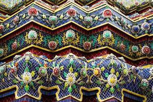 Keramikdekor eines buddhistischen Tempels