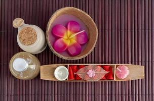Spa-Set mit frischer Blume foto